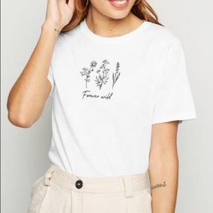 NEW LOOK White Graphic Loose Fit T-shirt
